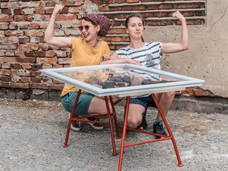 Veronika Novotná a Michaela Tkáčová – Stůl Gradient
