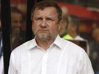 Plzeňský trenér Pavel Vrba pozoruje utkání třetího předkola Evropské ligy v...
