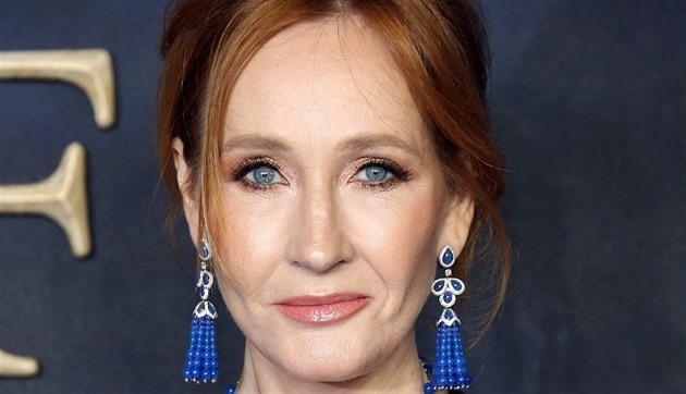 J. K. Rowlingová se vrací pod pseudonymem. Vyjde krimi Smrtící bílá