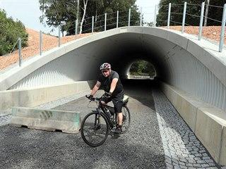 Tunel pro cyklisty na stezce Cheb - Waldsassen je hotový. Teď zbývá položit...