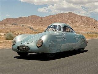 Porsche Type 64 (1939) ze sbírky rakouského závodníka Otto Mathého, které bude...
