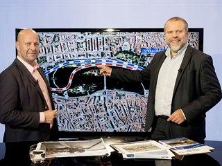 Pražský zastupitel Petr Hlubuček (vlevo) a předseda představenstva společnosti...