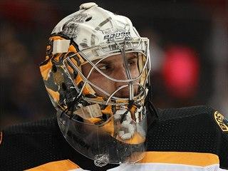 Brankář Dan Vladař patří Bostonu, na zápas v NHL však stále čeká. Zatím chytá v...