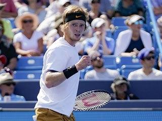 Andrej Rubljov se raduje v duelu s Rogerem Federerem na turnaji v Cincinnati.