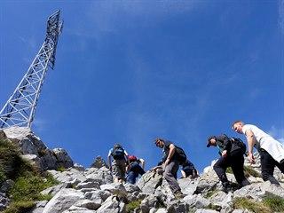 Výstup na vrchol Giewont v polských Tatrách je pro turisty oblíbený.