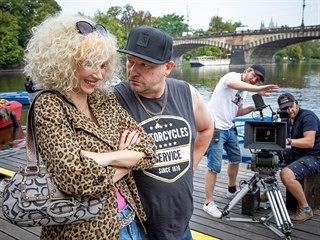 Jana Plodková a Marek Taclík při natáčení filmu Bábovky
