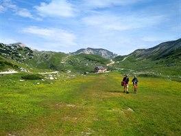 Náhorní plošina Fanes je oblíbenou pěší a turistickou oblastí s typickou...