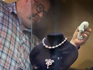 Zlatý poklad je vystavený v podzemí sokolovského zámku. Ve speciálních...
