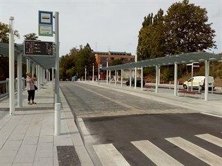 Prostor před karlovarským horním nádražím je po rekonstrukci.