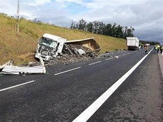 Smrtelná nehoda dvou kamionů uzavřela hlavní tah mezi Brnem a Znojmem. (9. září...
