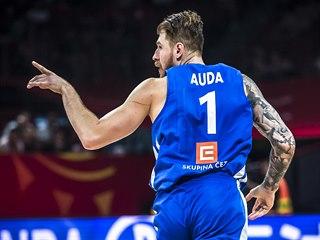 Český pivot Patrik Auda slaví svou trefu.