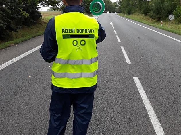 Ukrajinci zaměstnaní načerno řídili provoz, řidiči jim nerozuměli