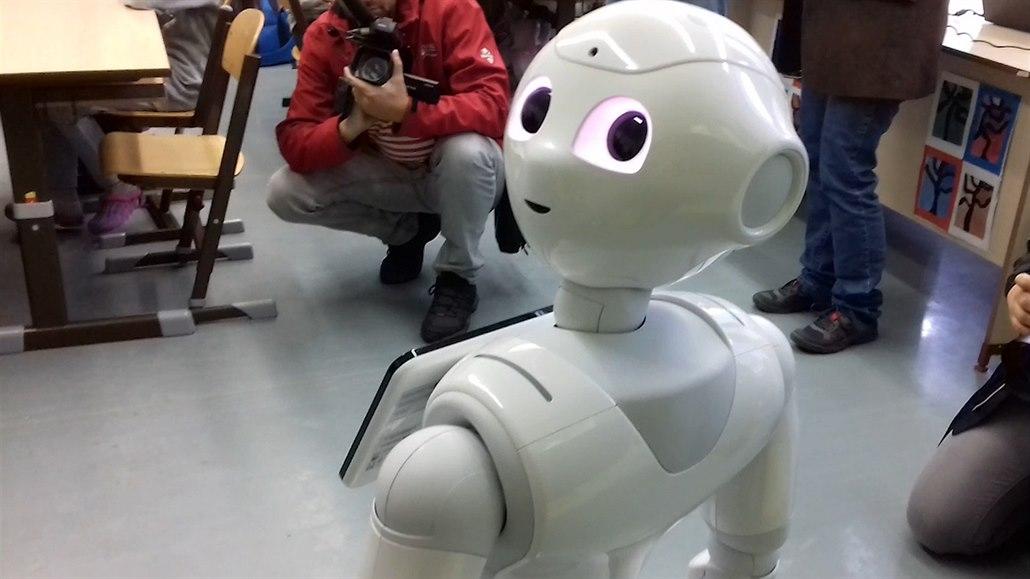 Na ústecké základce začal s výukou žáků pomáhat humanoidní robot Ruby