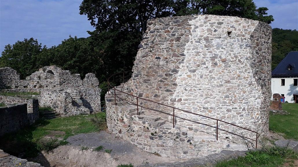 Oprava zřícené hradní věže v Krupce skončila, stála více než milion korun