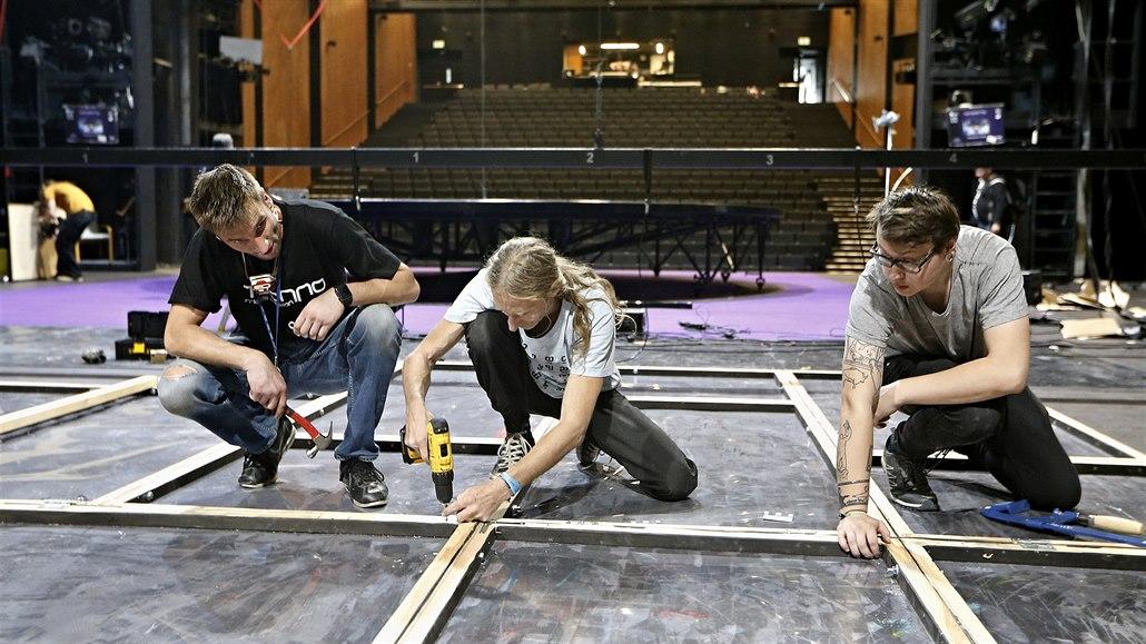 Technici festivalu Divadlo museli sehnat pyrotechniku i kamion rašeliny