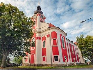 Kostel svaté Anny v Sedleci se kromě oprav zvětralé omítky a nového nátěru...