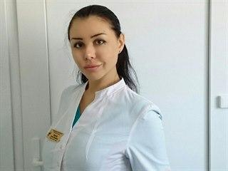 Falešná lékařka Alyona Verdyová operovala desítky lidí.