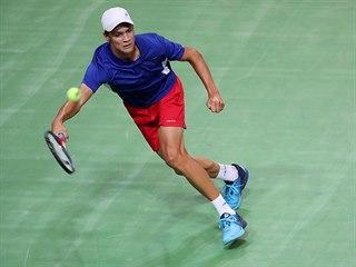Jonáš Forejtek v rozhodujícím utkání Davis Cupu proti Bosně a Hercegovině.