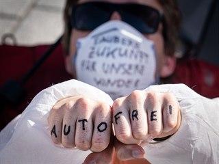 Aktivisté bojující proti změnám klimatu pokračují v protestech proti...