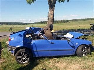 U obce Dobev na Písecku narazilo auto do stromu, řidič zemřel (15. září 2019)