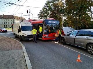 V Českých Budějovic havaroval trolejbus a dvě auta. Nikdo se nezranil. (19....