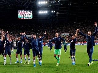 Slovenští fotbalisté se radují z vítězství ve vypjatém utkání evropské...
