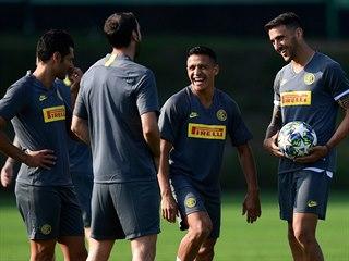 Vysmátý Alexis Sánchez (druhý zprava), jedna z největších hvězd...
