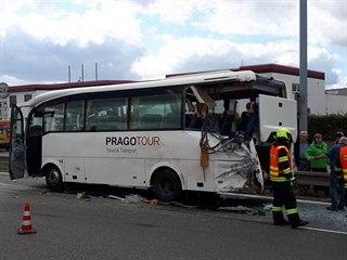 V Brně se srazil autobus s nákladním autem. Zranilo se osm lidí.