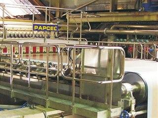 Stroj na výrobu papíru litovelské firmy Papcel.