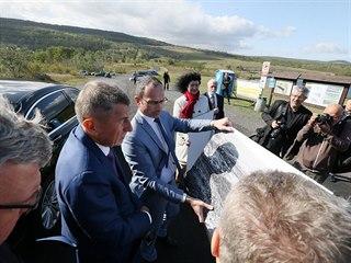 Premiér Andrej Babiš u jezera Milada. Jeho vláda bude hledat peníze na...