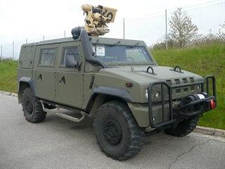 Víceúčelové obrněné vozidlo Iveco 4x4 se zbraňovou stanicí Protektor, které...