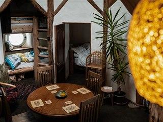 V okouzlujícím domku může přespat až šest osob. Dohromady zaplatí 110 liber, v...