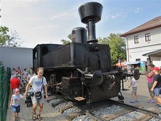 Parní lokomotivu přezdívanou Kafemlejnek okamžitě začali obdivovat cestující na...