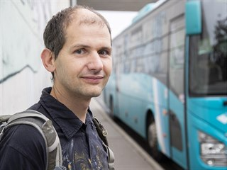 Ivo Raisr, který sám sedl za volant autobusu při jízdě poté, co profesionální...
