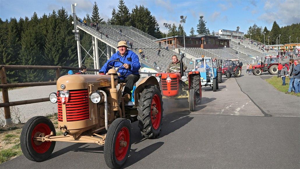 Mezi rekordním počtem stejných traktorů nemohli majitelé ten svůj najít