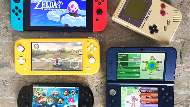 Switch Lite (žlutý) a další konzole (Switch, PS Vita, Game Boy, New 3DS XL)