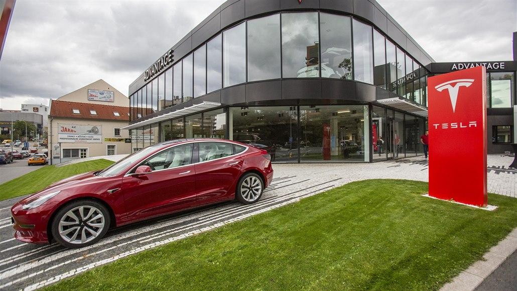 Tesla má první showroom v Česku. Otevřel v Praze, kde už je servis
