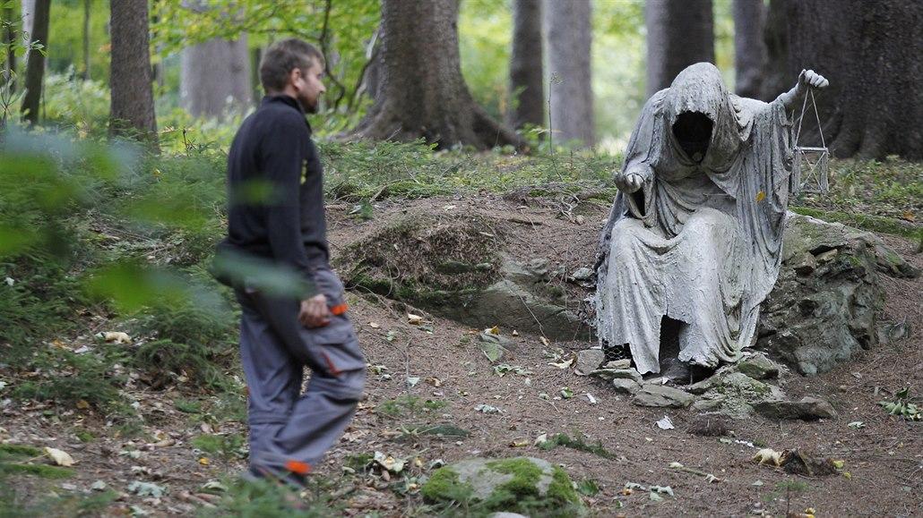 Blair Witch u Milíkova. V lese na Žďársku se skrývají sochy jako z hororu