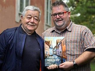 Jan Rund a Michael Rund (otec a syn), autoři publikace Zmizelý Sokolov