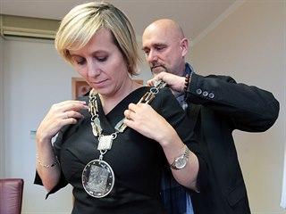 Hejtmanka Jana Mračková Vildumetzová s autorem řetězu Petrem Vogelem.