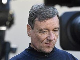 Bývalý středočeský hejtman David Rath odpovídá v Hostivici na otázky novinářů v...