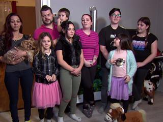 Markéta a Michal mají velkou rodinu. V třípokojovém bytě s nimi bydlí ještě...