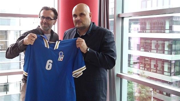 V aukci vydražil dres za 22 tisíc a přijel si pro něj ze Slovenska