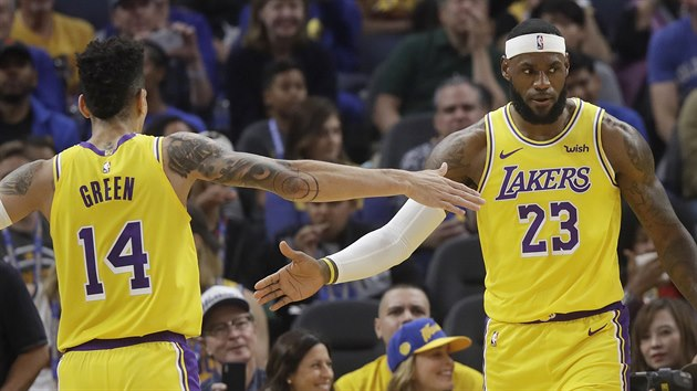 LeBron James (23) a Danny Green (14), noví spoluháči z Los Angeles Lakers