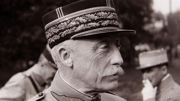 Československou armádu vedl zpočátku francouzský generál