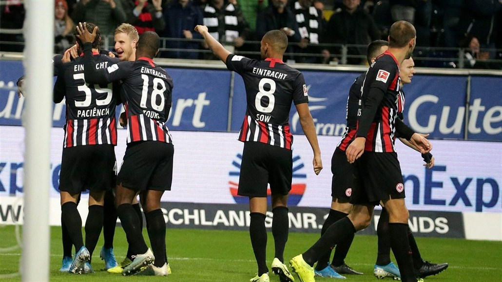 Fotbalisté Frankfurtu nepustili Leverkusen do čela německé ligy