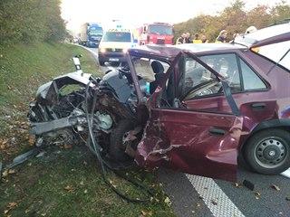 Při nehodě u Holic zemřel řidič felicie. (15. října 2019)