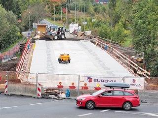 Stavba nového Doubského mostu přes řeku Ohři na silnici I/20 v karlovarské...
