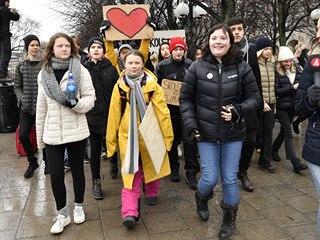 Švédská ekologická aktivistka Greta Thunbergová se svou sestrou Beatou...