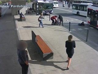 Trolejbus srazil chlapce, který vešel do silnice bez rozhlédnutí